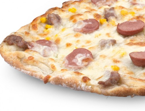 Pizza wurstel, funghi e salsiccia